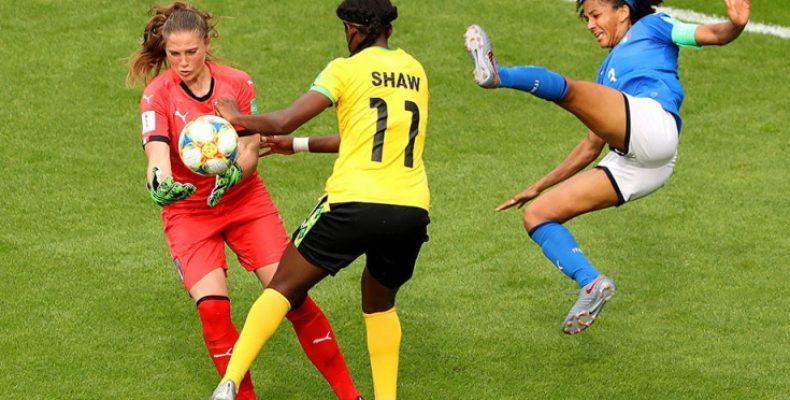 Келли Симмонс рассказывает о преодолении барьеров женского футбола