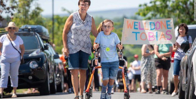 Грандиозный вызов: мальчик с церебральным параличом завершил марафон