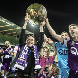 В Австралии начинают разгонять футболистов