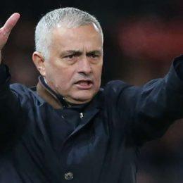 Жозе Моуринью называет тренера Саутгемптона идиотом и критикует VAR