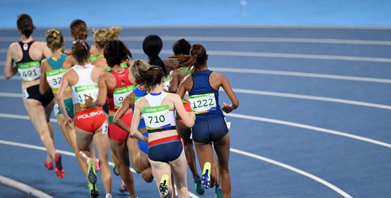 Бегунья Элеонора Дэвис откладывает олимпийские амбиции, чтобы спасать жизни